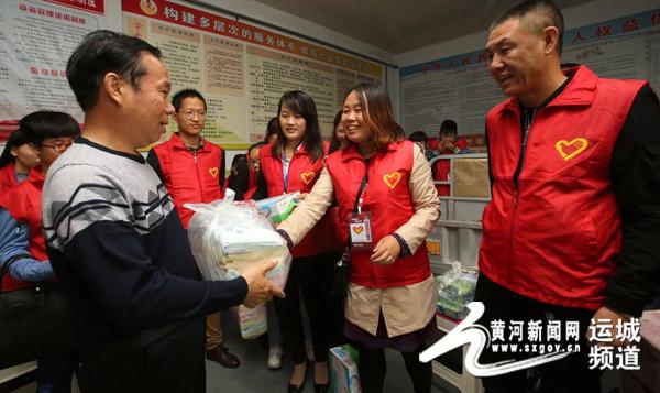 临猗县政协委员,临猗青年志愿者协长闫文斌亲自为老人们送上初中私立温州排名爱心2017图片